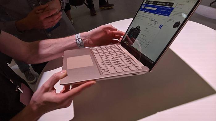 Có thể dòng Laptop Surface 4 sẽ được ưu ái trang bị CPU AMD Ryzen 4000