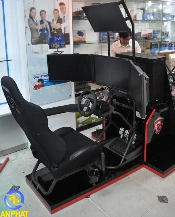 Buồng chơi game giả lập Obutto Ozone Racing SIM / Flight SIM / Workstation  4 màn hình +
